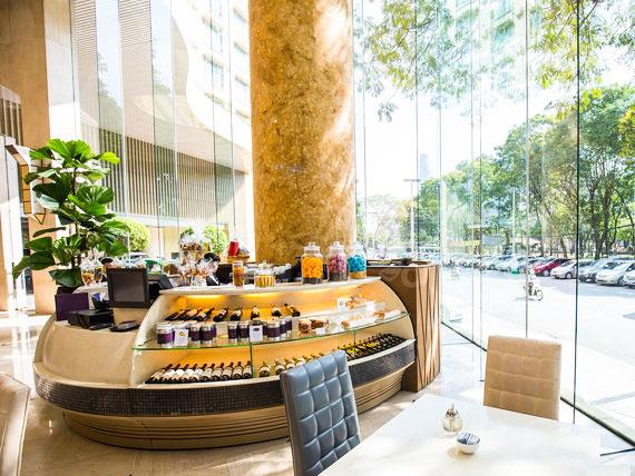 Trang trí cây xanh New World Saigon Hotel